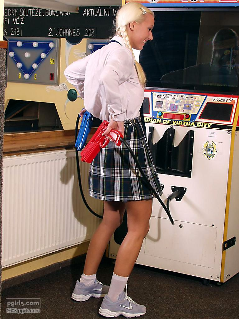 arcarc xmission Pictures Arcade Porn Pics I am over 18 Virtua Cop 2 and Hot Blonde DSC961500 01 99